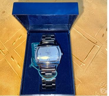 Fotos de VENDO Reloj dama DAKOT nuevo con strass malla metálica y est