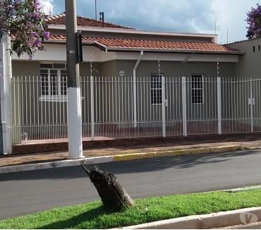 Fotos para ALUGA-SE CASA PARA FINS COMERCIAIS