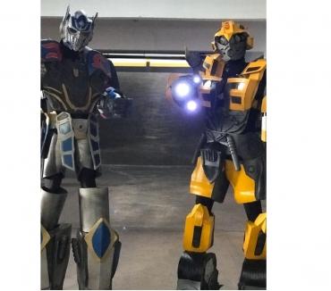 Fotos para Transformers Bumbblebee e Optimus Prime personagens para