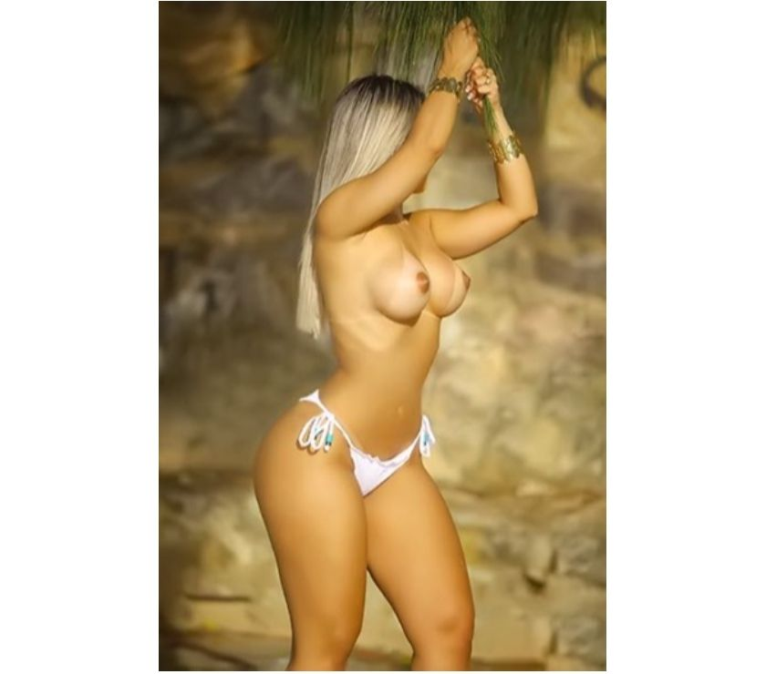 Fotos para Laura, gata modelo com belíssimo corpo e cabelos longos