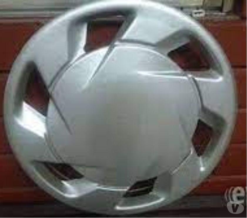 Accesorios para Autos Santiago Santiago - Fotos de 4 tapas de ruedas aro 15 impecables.