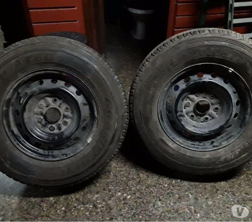 Fotos de 2 llantas con neumáticos nuevos originales Mitsubischi L-200