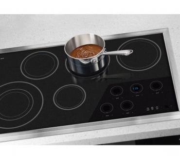 Fotos de tecnicos en crispeteras y estufas de induccion