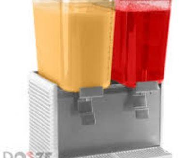 Fotos de tecnicos en dispensadores de bebidas y jugos