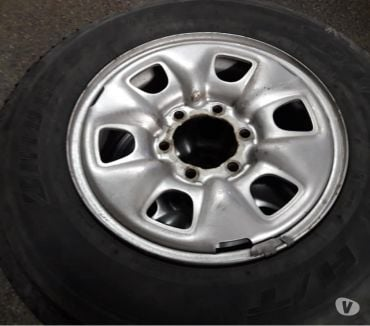 Fotos de 4 llantas con neumáticos bridgestone 205-R-16 C impecables