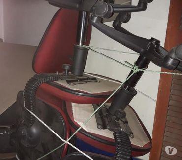 Fotos de 4 sillas con ruedas y regulación de altura para oficina.