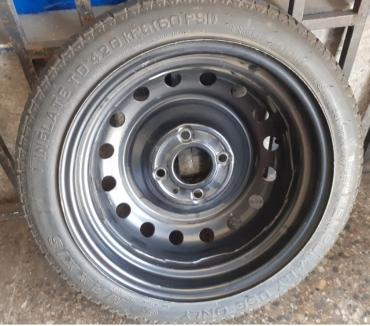 Fotos de 1 Neumático con llanta compacto para repuesto original Tidda