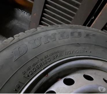 Fotos de 4 neumáticos nuevos Dunlop 205-R16, están como nuevos