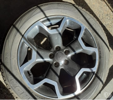 Fotos de 2 llantas con neumáticos para subaru XV.