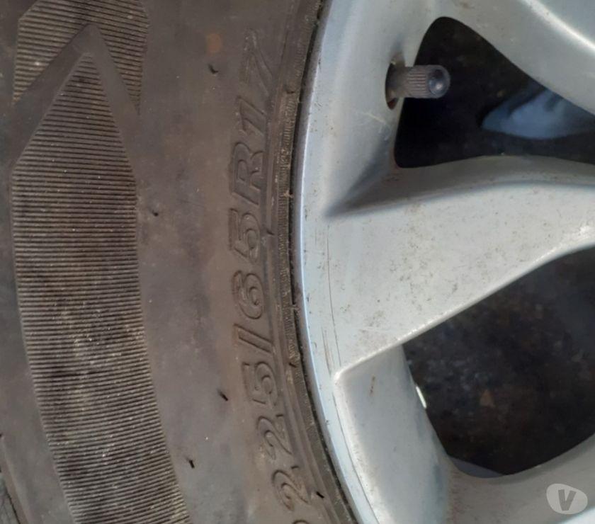 Accesorios para Autos Santiago Santiago - Fotos de 1 llanta de magnesio con neumático Nexen P-225-65-R17
