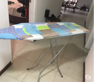 Fotos de VENDO Mesa para Planchado , Máquina de escribir y de coser