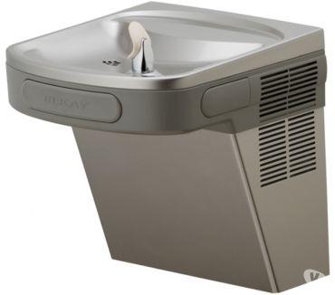 Fotos de tecnicos en bebederos de agua