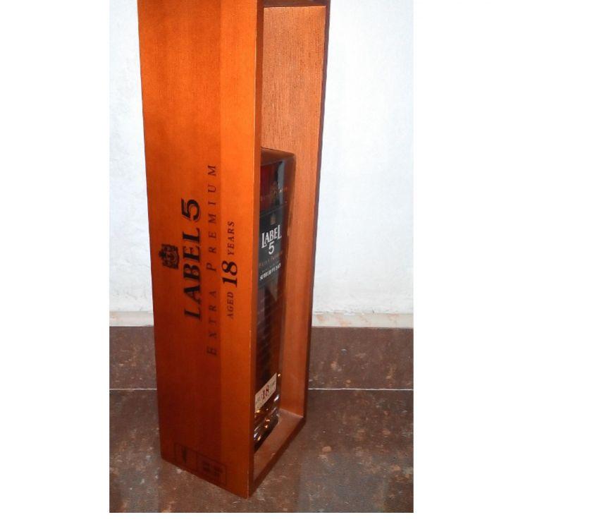 Fotos de botella de wisky label 5 extra premium 18 años