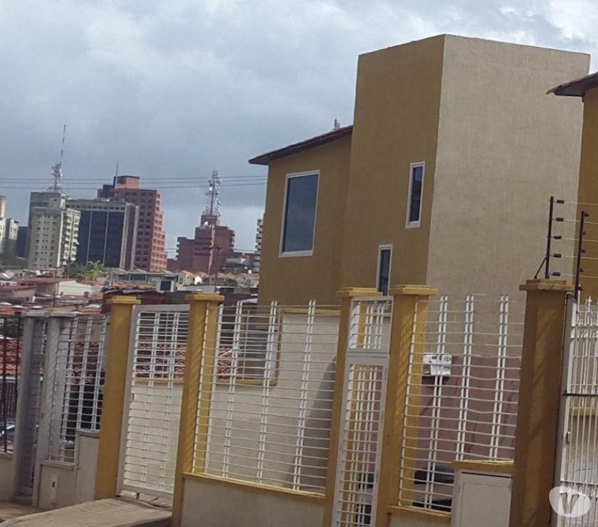 Fotos de SE VENDE TOWN HOUSE LOS MANGOS CONJ PRIVADO