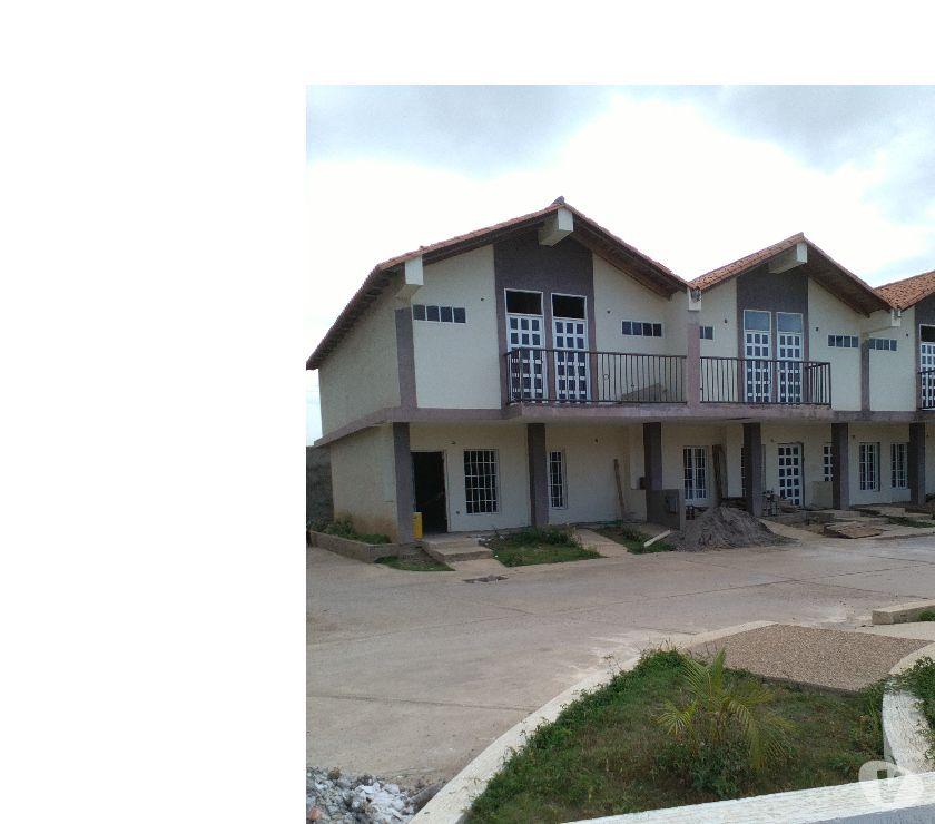 Fotos de R.M vende Town House en avda Cancamure